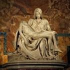 De piëta, een intieme kunstuiting over de gestorven Christus