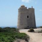 De bijzondere piratentorens van Ibiza