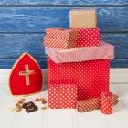 Waar bestaat het pak van Sinterklaas uit?