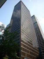 Van der Rohe en Johnson, Seagram Building / Bron: Max Hermus at Dutch Wikipedia, Wikimedia Commons (Publiek domein)